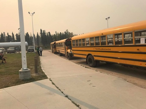 UPDATE: Up to 500 Pelican Narrows residents headed to Saskatoon due to wildfires