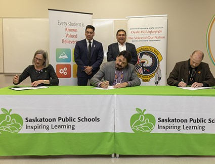 Whitecap Dakota First Nation, Saskatoon Public Schools Division renew education agreement