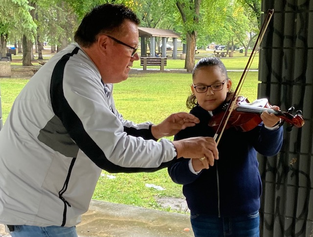 Young Prince Albert fiddler gets financial boost through memorial fund donation